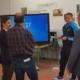 presentación de los monitores interactivos y de los equipos informáticos