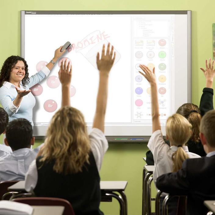 Pantallas y pizarras interactivas para enseñanza