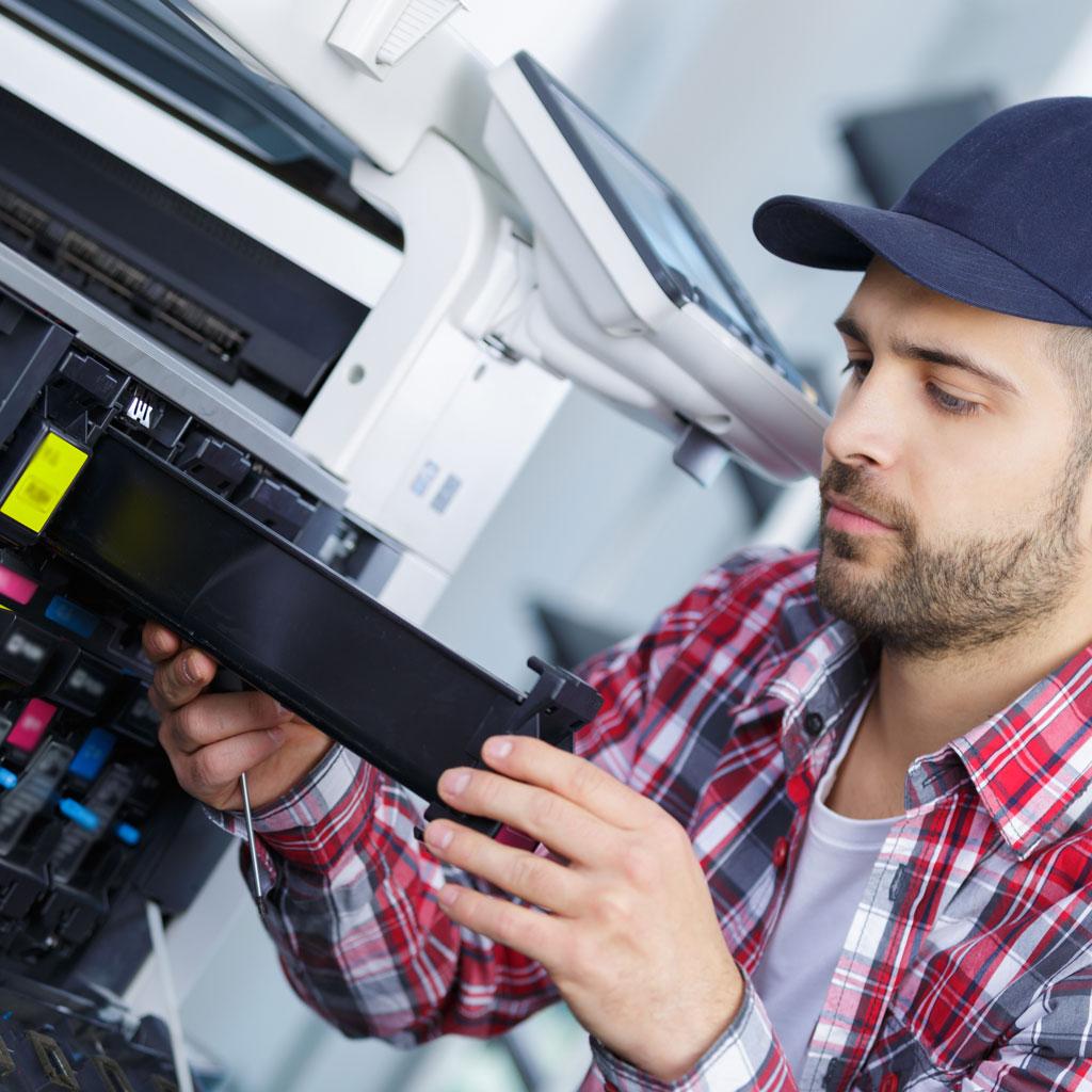 Mantenimiento de equipos multifunción fotocopiadoras impresoras